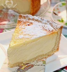 Para começar bem o ano, resolvi trazer para vocês o meu bolo favorito aqui na Alemanha, que é o Käsekuchen (lê-se, quezekurren), um bolo super tradicional, que você encontra na maioria dos Cafés aqui da Alemanha, e é quase sempre o que eu elejo...