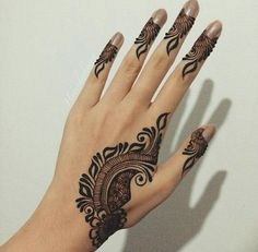 Beautiful And simple Floral Mehndi Design The beautiful collection of Floral Mehndi Designs patterns are here with different colors combination. Floral designs basically consist of floral designs. Mehndi plans to … Khafif Mehndi Design, Mehndi Design Pictures, Mehndi Art Designs, Latest Mehndi Designs, Mehndi Images, Henna Tattoo Designs, Heena Design, Hand Designs, Finger Henna Designs