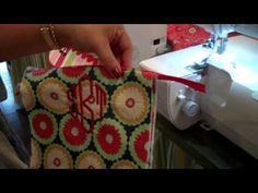 Make a quick little blanket for your favorite kiddo.here's how to do it using the BLANKET STITCH on your serger. Easily done using a Baby Lock Evolution se. Serger Projects, Sewing Projects, Sewing Hacks, Sewing Crafts, Sewing Tips, Singer Overlock, Serger Stitches, Knitting Patterns, Sewing Patterns