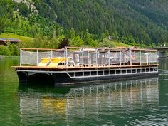 Pontoon boats are durable, lightweight and have a low draught. From PEREBO you can order your individual pontoon boat with adequate equipment. Pontoon Boat Party, Pontoon Boats, Hull Boat, Floating Platform, Floating House, Speed Boats, Luxury Kitchens, Sailing, Villa