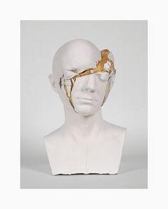 Pour créer ces images de bustes de plâtre blanc figés en pleine explosion l'artiste de Sydney Tim Silver les remplis de pâte à pain et les fait cuire comme ça jusqu'à ce que la pâte les brise en grossissant.