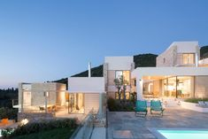 Atrium Villas by HHH Architects