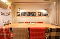 THE SNOB Restaurant | PPT Interiorismo Barcelona Diseño interiores Decoración Restaurante Muntaner Hamburguesas Madera escoces vintage