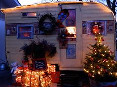 Look how cute Christmas would be with a decorated vintage trailer in your backyard!