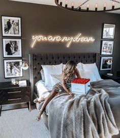 ¿Es gris un buen color para pintar un dormitorio? Bedroom Ideas ¿Es gris un buen color para pintar un dormitorio? Room Ideas Bedroom, Dream Bedroom, Home Bedroom, Gray Bedroom Decor, Budget Bedroom, Grey Bedroom Design, Classy Bedroom Decor, Pretty Bedroom, Black Room Decor