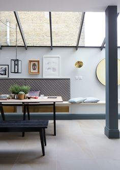 Victorian townhouse in London with a great example of simple side return glazed roof. www.methodstudio.london