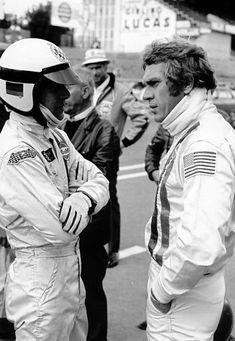 Steve McQueen on set at Le Mans 1970 Steeve Mac Queen, Steve Mcqueen Le Mans, Cool Pictures, Cool Photos, Film Le, Le Mans 24, Porsche Models, Racing Events, Jim Morrison