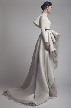 White hooded gown Ashi Studio - Couture j Haute Couture Style, Couture Mode, Couture Fashion, Runway Fashion, Foto Fashion, High Fashion, Ashi Studio, Pnina Tornai, Lace Bustier
