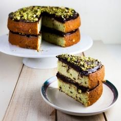 Chocolate and Pistachio Cake: a great combination of flavors, perfect for all those nut lovers out there.