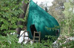 Slapen in een boomhut, uniek! Je slaapt lekker hoog en droog. Je voelt je één met de natuur.