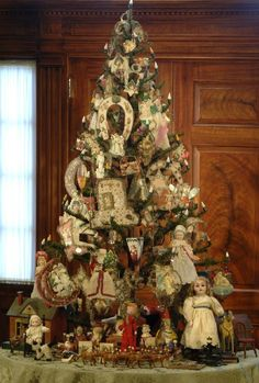 Antique feather tree filled with cotton batting scrap ornaments. The tree is a rare pre-wired feather tree with lights at the branch tips. Taft Museum of Art - Antique Christmas Ornaments, Victorian Christmas, Primitive Christmas, Christmas Tree Decorations, Primitive Crafts, Country Christmas, Christmas Past, All Things Christmas, Outdoor Christmas