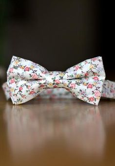 ASOS MENS VINTAGE FLORAL PINKS BOW TIE... Yup I'd wear this beauty...