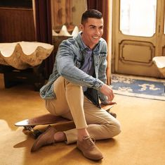 Cristiano Ronaldo Cr7, Cristano Ronaldo, Neymar, Cr7 Shoes, Designer Suits For Men, Sport Inspiration, Dope Outfits, Dress Codes, Cute Guys