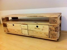 Reclaimed wood sideboard - 3 euro pallets and 3 days later ...