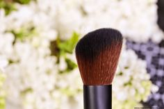 Sur mon blog beauté, Needs and Moods, je vous donne mon avis sur le kit de pinceaux Lily Lolo, vegan et labellisé Leaping Bunny.  http://www.needsandmoods.com/pinceaux-lily-lolo/  #Lilylolo #pinceau #pinceaux #brush #brushes #vegan #LeapingBunny #CrueltyFree #maquillage #makeup #tools #tool #ayanature #kit #set #deluxe @lilylolouk #lilylolouk @ayanature #Beauty #beauté #BlogBeauté #BeautyBlog #Beautyblogger #BBlog #BBlogger