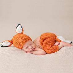 We couldn't imagine cuter newborn photos! This knit hat and pants set will bring the woodsy photo shoot of your dreams to life. Dimensions & Details: - Set comes with knit hat and pants - Available in