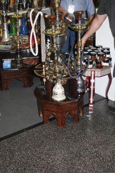 prakTISCH: Der neue Shisha-Tisch! Ein Möbel, wodurch das Umwerfen einer Wasserpfeife Geschichte ist!