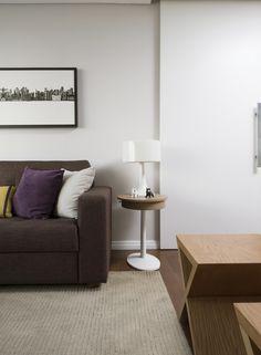 Um décor renovado. Veja: http://casadevalentina.com.br/projetos/detalhes/descomplicando-a-reforma-593 #decor #decoracao #interior #design #casa #home #house #idea #ideia #detalhes #details #style #estilo #casadevalentina #livingroom #saladeestar