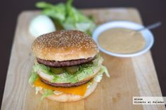 Cómo hacer un Big Mac casero, con salsa secreta incluída. Fotos del paso a paso, los ingredientes y la explicación. Recetas de Carnes y Hamburgu...