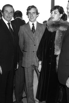 książę Monako Albert [w środku] i jego siostra księżniczka Caroline [1975]