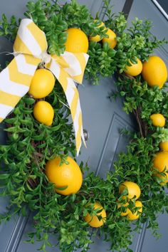 DIY lemon wreath!