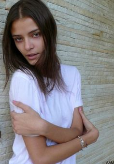 """vapuor: """" not my photo, just wanted to share another one of my icon Lais Oliveira because she is flippin gorgeous """" I Icon, White Tees, Nasty Gal, Style Me, Hair Beauty, Skinny, Face, Model, Supreme"""