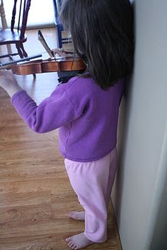 A Mom's Blog with lots of great beginning violin ideas.