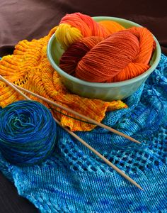 How to dye yarn at home without chemicals. Just food dye and vinegar!
