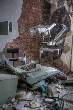 Children's Psychiatric Hospital [Abandoned Children's Center (Asylum) Hospital outside of Washington, DC ] Old Abandoned Buildings, Abandoned Asylums, Old Buildings, Abandoned Places, Haunted Asylums, Haunted Places, Mental Asylum, Psychiatric Hospital, Abandoned Hospital