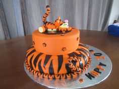 Tigger cake made from fondant. Side view