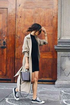 Trench Coat Outfit For Spring activation trends Mode Outfits, Chic Outfits, Trendy Outfits, Girl Outfits, Formal Outfits, Fashion Outfits, Jeans Und Sneakers, Coatdress, Fashion Clothes