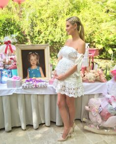 Nicky Hilton celebrates her baby girl at a lavish baby shower Cute Maternity Outfits, Mom Outfits, Stylish Maternity, Maternity Fashion, Maternity Dresses, Pregnancy Outfits, Nicky Hilton, Vestidos Para Baby Shower, Baby Shower Dresses