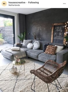simple and modern living room designs for quiet people 21 Dark Living Rooms, Casual Living Rooms, Colourful Living Room, Living Room Colors, Living Room Designs, Living Walls, Small Living, Modern Living, At Home Furniture Store