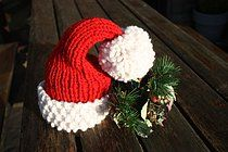 Free Christmas knitting pattern: Chunky Santa Hat