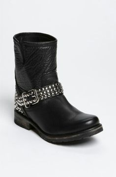 Steve Madden will never go wrong. Love these!