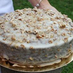 Do soutěže Pochoutkový rok na sladko se paní Ludmila Vrbická přihlásila s receptem na Tajemství paní Luvr. Pavlova, Vanilla Cake, Sweet Recipes, Camembert Cheese, Buffet, Cake Decorating, Cheesecake, Food And Drink, Pudding