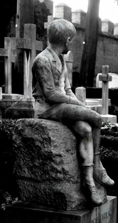 A heartbreaking but absolutely beautiful headstone in Cemetery Acattolico, Rome. Cemetery Monuments, Cemetery Statues, Cemetery Headstones, Old Cemeteries, Cemetery Art, Graveyards, Unusual Headstones, Cemetery Angels, Danse Macabre