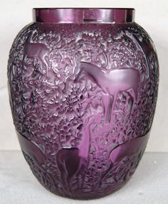 Lalique Biches vase in a deep amethyst purple glass, circa 1927 Purple Love, All Things Purple, Purple Glass, Shades Of Purple, Art Of Glass, Art Deco Glass, Cut Glass, Art Nouveau, Lalique Jewelry