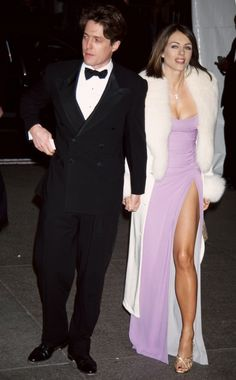 Hugh Grant & Elizabeth Hurley attend the Met Gala, 1997 Theme: Gianni Versace Elizabeth Hurley Hugh Grant, Celebrity Outfits, Celebrity Style, Celebrity News, 90s Prom, Manolo Garcia, Veronica Webb, Met Gala Red Carpet, Vogue