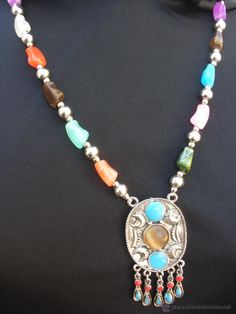 cd159bb3a9e6 Collar etnico largo con amuleto chino esmaltes azul turquesa y piedras de  cristal años 80s