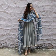 Simple Kurta Designs, Kurta Designs Women, Stylish Dress Designs, Stylish Dresses, Indian Gowns Dresses, Indian Fashion Dresses, Dress Indian Style, Indian Outfits, Pakistani Dresses