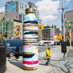 The perfect bottle to hit the city. Retro 20-Oz makes it easy to explore new cities and stay hydrated.