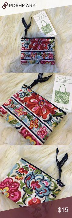 Shop Women's Vera Bradley size OS Bags at a discounted price at Poshmark. Card Case, Vera Bradley, Coin Purse, Girly, Fashion Design, Fashion Tips, Spring Summer, Couple, Times