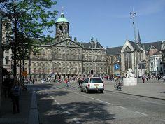 Date una vuelta por la Plaza Dam de #Ámsterdam, vuelta completa…