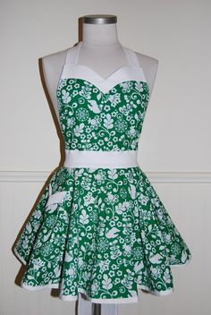 Emerald Green and White Full Hostess Apron with Circle Skirt and Sweetheart Neckline by CRACKERJACK COUNTY via Etsy.