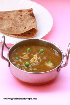 dhariwala recipe is one the easiest, tastiest and quickest potato and peas curry which can be served with chapati, roti or naan.