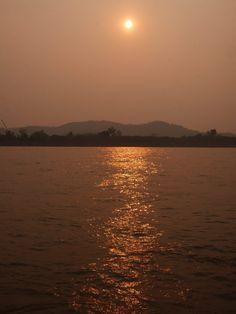 Découvrir la Thaïlande du Nord: Lampang, Phrae, Nan & Chiang Rai #Mekong #Thailand #NorthofThailand Lampang, Chiang Rai, Phuket, Laos, Celestial, Sunset, Outdoor, Tourism, Sunsets