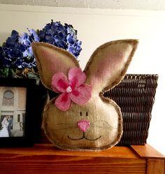 Stuffed burlap rabbit for spring and Easter. Spring Projects, Easter Projects, Spring Crafts, Holiday Crafts, Easter Ideas, Rabbit Crafts, Bunny Crafts, Easter Crafts, Diy Osterschmuck