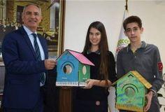 """Lise öğrencilerinden """"Kuş Evi"""" projesi Aydın'ın İncirliova ilçesinde 'Kuş Evi' projesini hayata geçiren lise öğrencileri, hazırladıkları kuş evlerini ilçe belediyesine hediye ettiler. Detaylar ajanimo.com'da.. #ajanimo #ajanbrian #kuş #bird #home #animal #hayvan #kuşevi #hayvangibisevmek"""