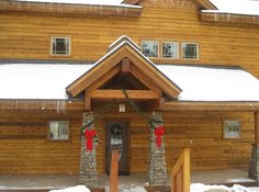 """McCall, ID. 5 BR + loft. 1 King & 3 Queens in main house. Separate lock-out apt with King and full kitchen. 10 people seating at dining table. 55"""" TV, new hot tub, RV, Washer/Dryer, Foosball, close to activities in town. $450 a night, cleaning fee and tax not mentioned."""
